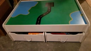 Train table with 2drawers