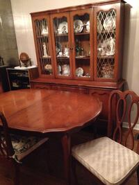 9 PC French Provincial Maple wood dining room set. Toronto, M3M 2P7