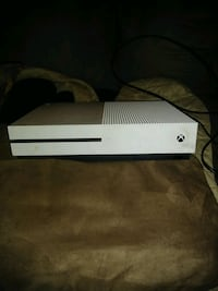 Xbox one s with controller McKeesport, 15133