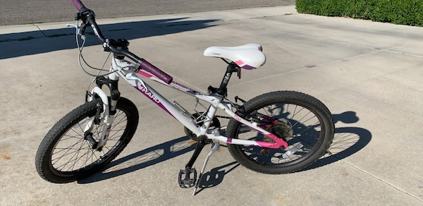 """Girls Haro 20"""" bike, in good condition, easy to ride, ages 7-10+, paid 250$ new"""