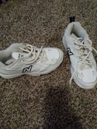 pair of white New Balance low-top sneakers Manchester, 37355