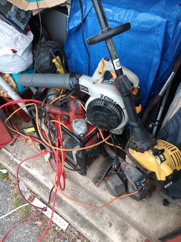 Leaf blower,Honda generator,weed whacker,flagging stop signpoll,etc 5a647b82-4f7c-4a34-ae80-71fb60b4737e