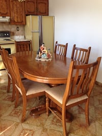 Solid oak table with 6 chairs Vaughan, L6A 4A7