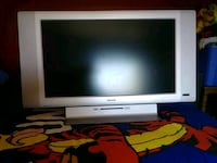 Magnavox 32in flat TV with remote McIntosh, 87032