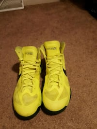 pair of yellow Nike Air Max shoes Hagerstown, 21742