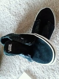 Boys size 3.5 Vans shoes without laces. Great cond Williamsburg, 23185
