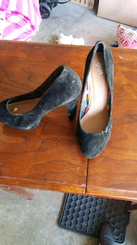 Size 7 woman shoes  Kitchener