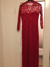 A long red dress. Size/Storlek Medium-Large Gothenburg, 418 37