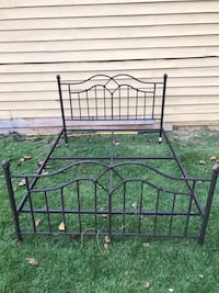 Metal queen bed frame Lithonia, 30038