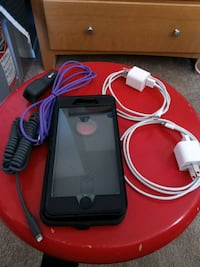 iPhone Bundle: 7/8 OtterBox Defender & chargers Oxon Hill