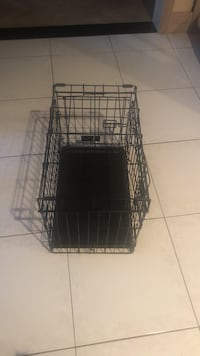 Two door small dog crate 527 km