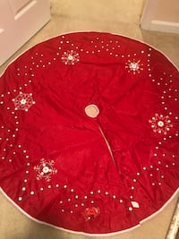 Large Beautiful Red Christmas Tree Skirt Gainesville, 20155