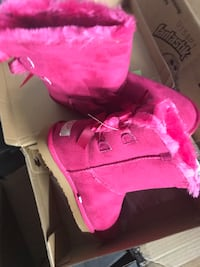 Brand new uggs  all sizes and colors Arlington, 22202