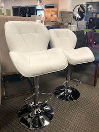 Set of 2 white leatherette bar stools  Alexandria, 22312