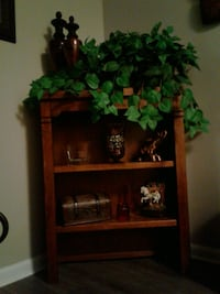 Nice Solid Oak Hutch $75. Euless, 76039