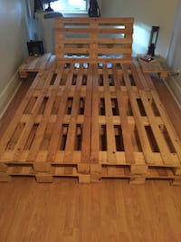 Queen size pallet bed frame  776 km