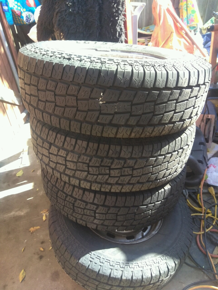 Photo 4 Tires 8 Load Range D 235-75-15