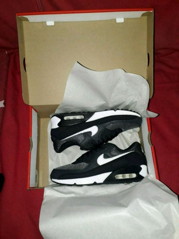 Nike Airmax 90 essential size 42.5 only serious buyer 07544d0c-74e8-4245-96bb-ff2d93711a67