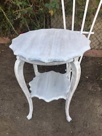 Beautiful Vintage Pie Crust Edge Night Stand/End Table/Entry  Gardena, 90249