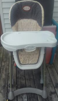 baby's white and gray high chair Welland