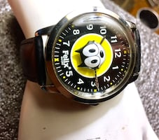 Round silver Felix the cat analog watch with leather strap