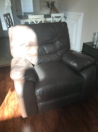 Brown Leather Recliner Chair $100obo Clarksville, 37040