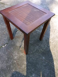 Small end table Snellville, 30078