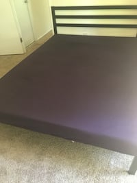 Queen size black metal bed. No wear tear, in good condition. Can dismantle to move. Columbia, 21044