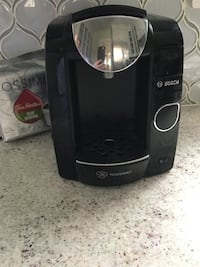 Bosch newer coffee maker with free coffee, Scarborough Midland and st Clair for pick up only. Toronto, M1M 0C3