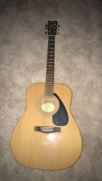 brown and black dreadnought acoustic guitar Vienna, 22181