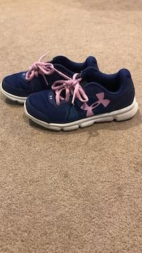 Girls size 2 under armour shoes