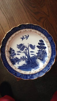 Plate blue willow.