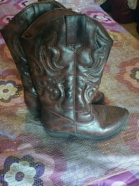 Kids boots size 1 Rockford, 61108