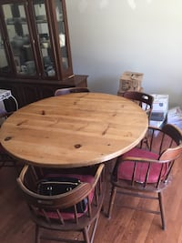 Round Table and 5 Chair Set Germantown, 20876