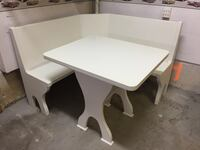 Corner bench seat and table Georgetown, L7G 6C4