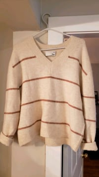 Aritzia sweater Langley City, V3A 8S2
