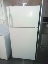 Kenmore top and bottom fridge white  San Bernardino, 92411
