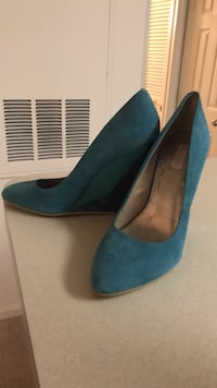 Pair of blue suede wedges Springfield, 22150