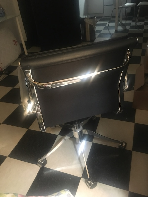 black and gray leather padded rolling chair screenshot 34bff7e0-0bb8-4949-883d-03db19444895