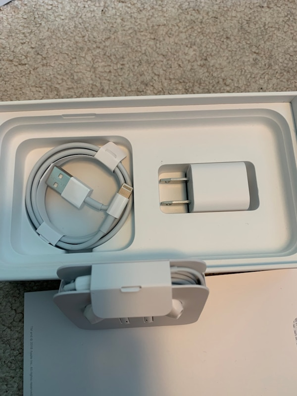 Apple iPhone charger and earbuds(lightning) 1