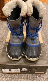 Youth sorel boots size 6 Richmond Hill, L4B 4G5