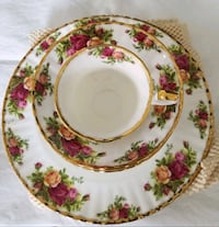white and red floral ceramic plate Avon Park, 33825