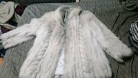 Fox fur ladies coat Calgary, T2A 3E8