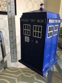 Doctor Who Tardis Cookie Jar Lights & Sounds Needs new batteries  Courtice, L1E 0H5