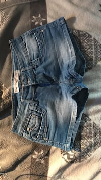 short court en jean bleu