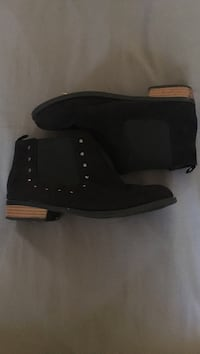 small size 3  black stud boots Los Angeles, 90024