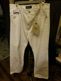Brand New with Tags Mens White Jeans  Chickasaw, 36611