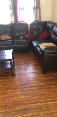 Brown leather sectional  Toledo, 43606