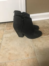 Black heel booties with zipper closure on the side size 6 1/2 Nashville, 37221