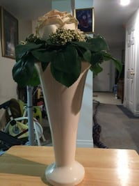 7 inch beautiful vases with flower Brampton, L6Y 4S4